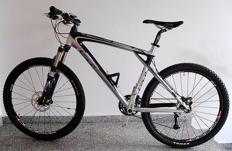 دراجة جبلية ذات مساعدات أمامية فقط