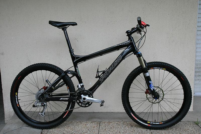 دراجة جبلية ذات مساعدات أمامية وخلفية