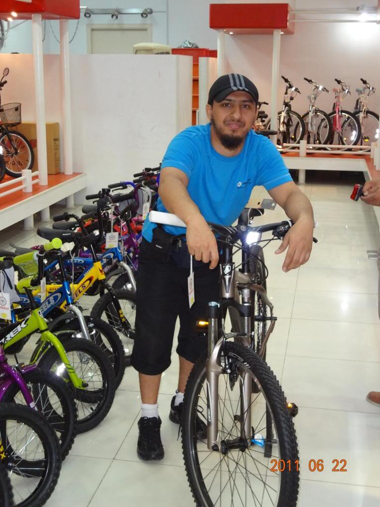 رائد بن سالم النعماني على دراجته