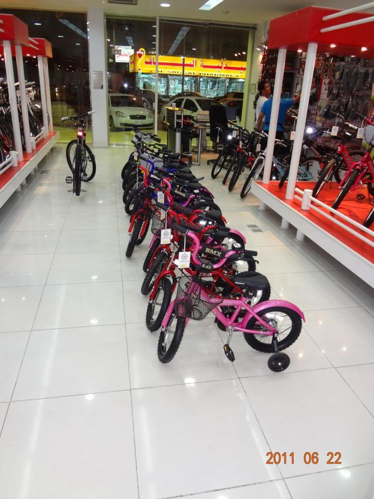 دراجات معروضة للبيع