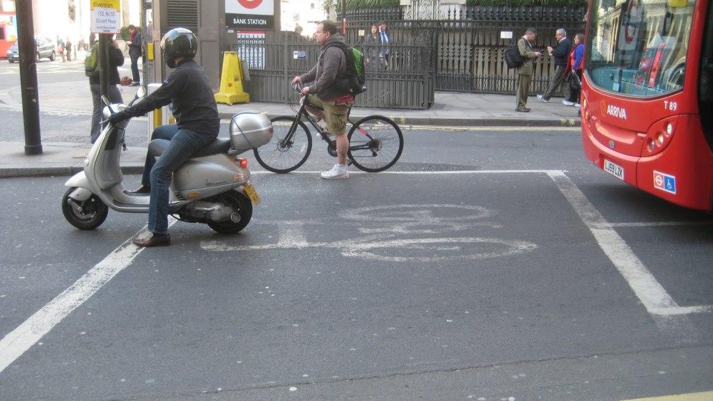 تقاطعات لندن ضيقة وتحتاج لمكان خاص لوقوف الدراجات