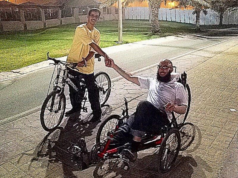 أحمد العمودي وحسام الملحم، دراجة وجارية