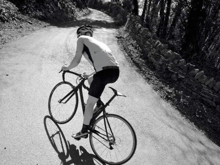 دراجة شارع على مرتفع