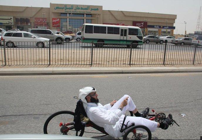 جارية في الرياض بلباس سعودي