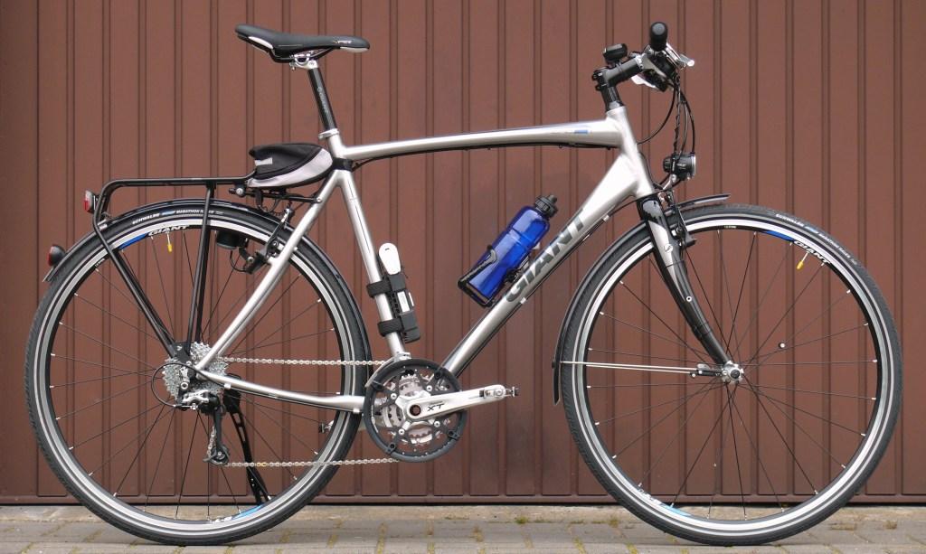 دراجة هجينة، مزودة بوسائل للتنقل داخل المدينة