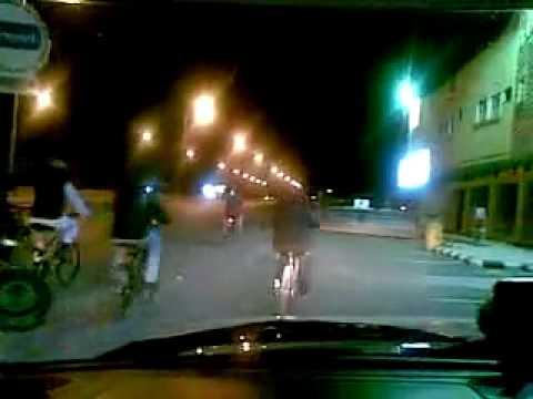 الوليد بن طلال بدراجة هوائية في شوارع الرياض