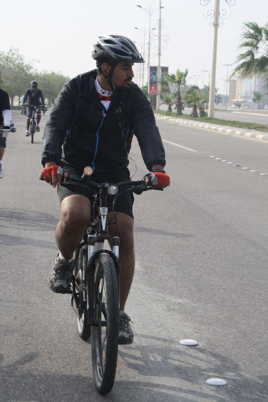 عبدالرحمن المسعري على دراجة