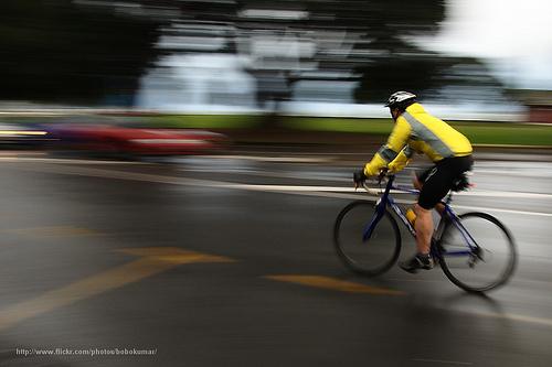 دراج يقود بقيادة مركبية