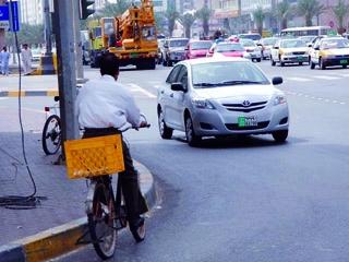 دراج يعكس اتجاه السير