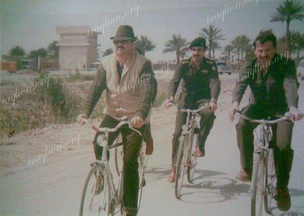 صدام حسين على دراجة هوائية