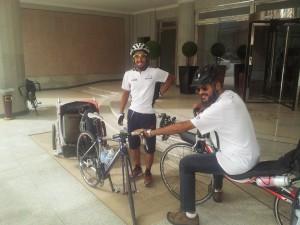 عثمان الفريان وخالد الصقعبي عند الفندق