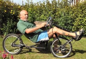 رجل كبير يركب جارية ثنائية مريحة