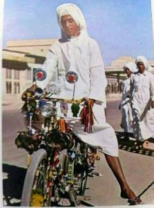 سعودي على دراجة