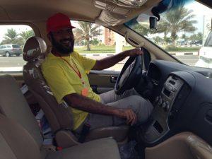 خالد الصقعبي يقود سيارة