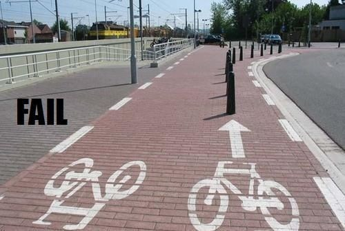 مشروع مسار للدراجين يعرض الدراجين للخطر