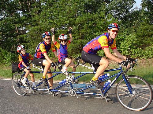 دراجة بثلاثة ردفاء أو دراجة ردافى