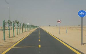 مسار دراجات معزول في دبي فارغ