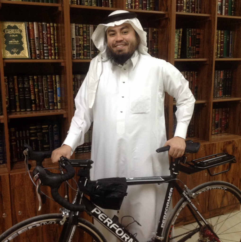 هلال مع دراجته