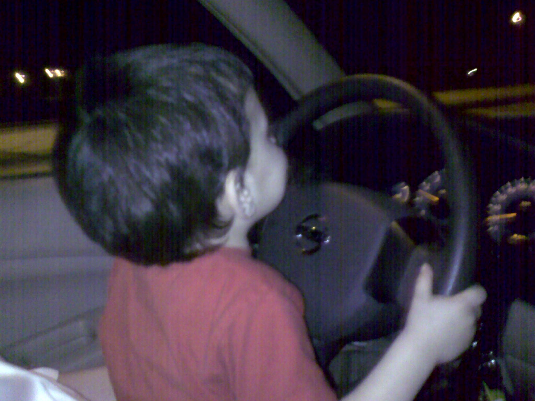 عمر من السيارة للدراجة