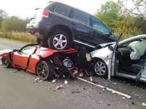 حادث سيارات